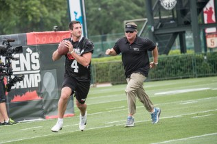 Gruden instructs Pitt's Nathan Peterman. (Heather Harvey/ESPN Images)