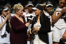 Holly Rowe interviews South Carolina coach Dawn Staley after the Gamecocks' 2017 NCAA Women's Championship victory. (Allen Kee/ESPN Images)
