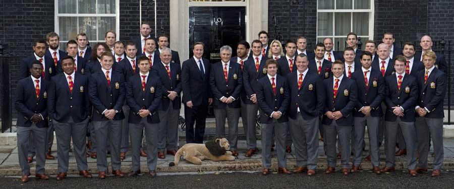 A foghíjas oroszlánok az angol miniszterelnöknél