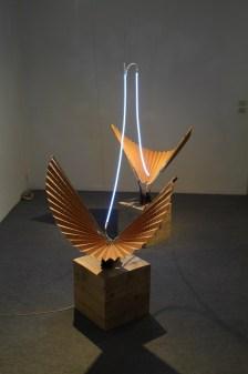 Elevazione, 2012, ferro, carta, legno, neon e trasformatore, dimensioni ambientali