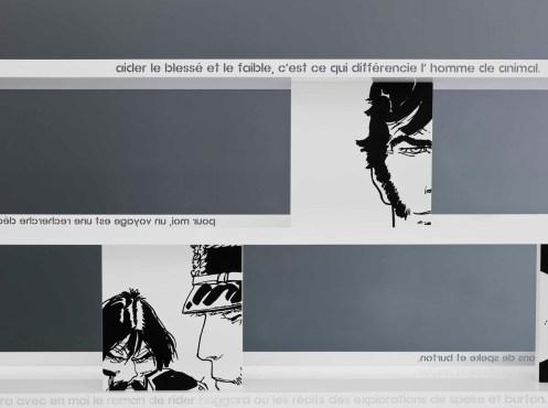 Libreria Corto / Bookcase Corto, cm 200/300x183x35, laccato opaco - metallo verniciato inciso / matt lacquered - engraved varnished metal   Corto Maltese® Hugo Pratt TM ©Cong Sa. Losanna