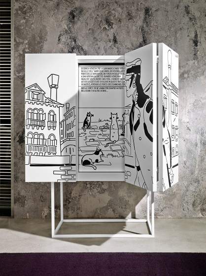 Contenitore Venezia / Cabinet Venezia, cm 114x140x48, laccato opaco su base in metallo verniciato / matt lacquered on metal varnished base   Corto Maltese® Hugo Pratt TM ©Cong Sa. Losanna