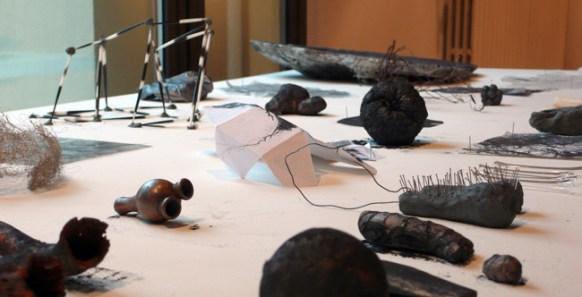 Dacia Manto, On growth and form, 2009-2010. Cera, plastilina, elementi organici, ossa, mappe, disegni, grafite