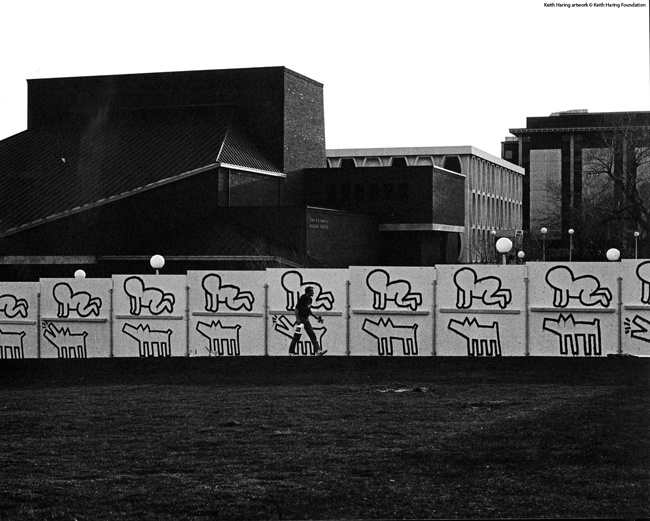 Keith Haring a Milwaukee, 1983 Fotografia di Curtis L. Carter Keith Haring artwork © Keith Haring Foundation