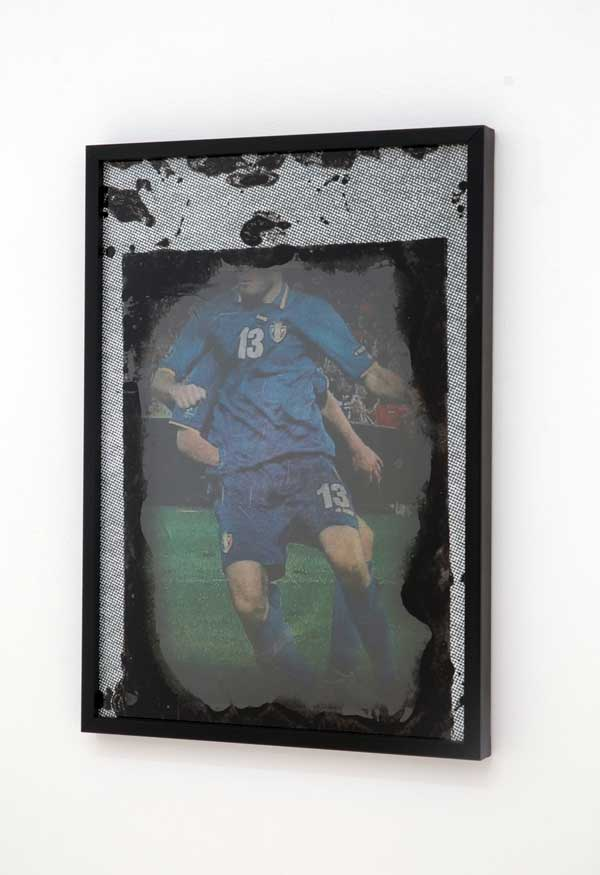 Unheard around him, 2012, fotocopia su vetro, acrilico, carta, cm 35x25. Courtesy Galleria Tiziana Di Caro, Salerno. Foto: Mimmo Di Caro