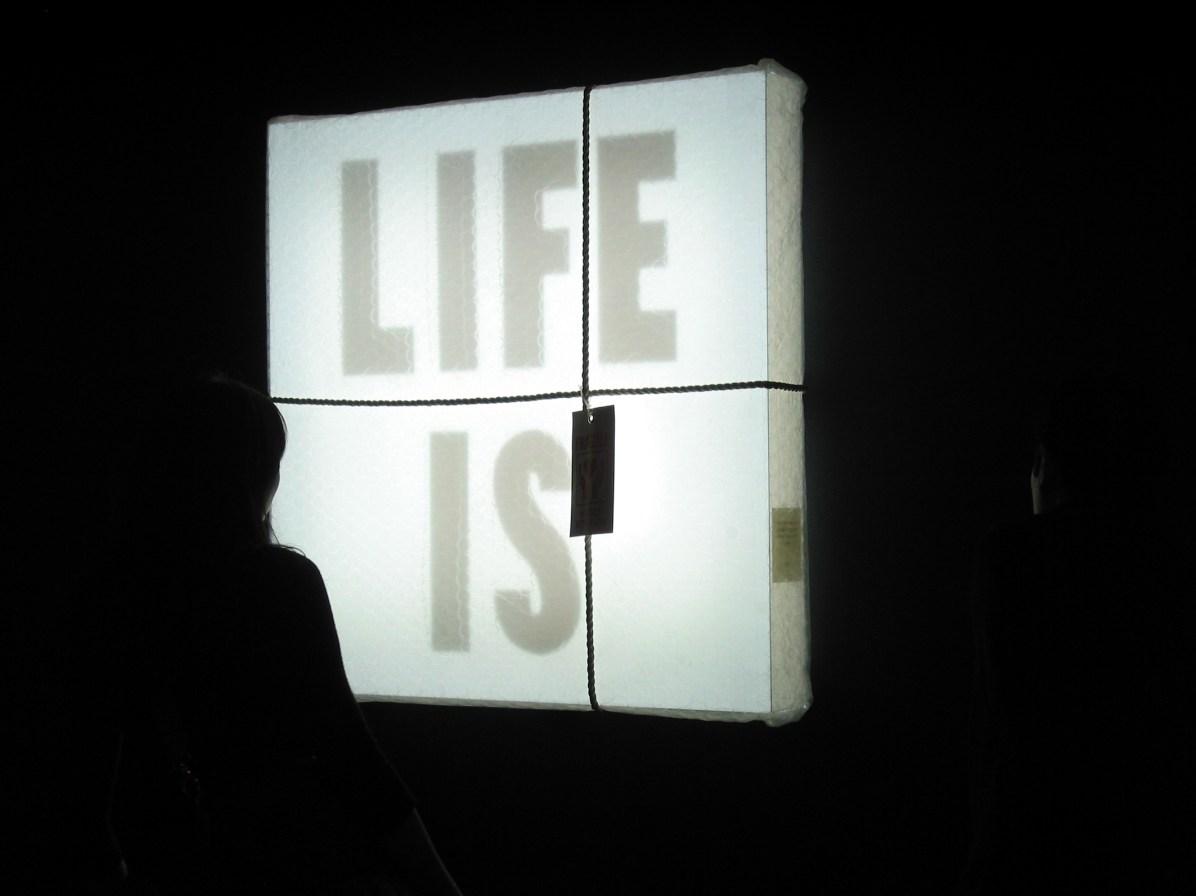 KWOK WAI LAU Life is fragile. Handle with care, 2002, © GLASS Studio sas
