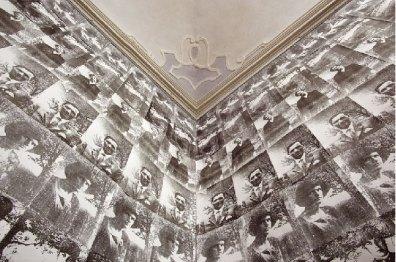 Federico Gori, Ovunque proteggi, smalto e ichiostro su alluminio (338 pz.) - still da video, cm 25,33x19, 2011/2012. Villa Castello Smilea