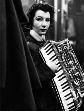 Robert Doisneau, La ballata di Pierrette d'Orient, 1953, © atelier Robert Doisneau