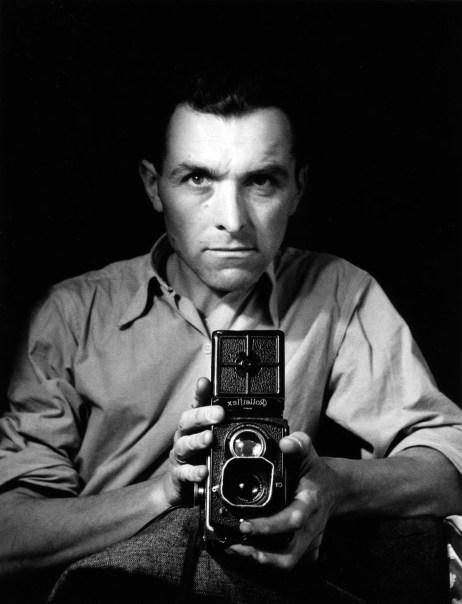 Robert Doisneau, Autoportrait au Rolleiflex, 1947, © atelier Robert Doisneau
