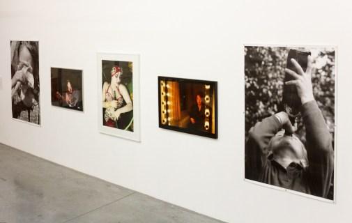 Veduta della mostra, Under Influences, opere diMichel Françoise,Nan Goldin,Youssef Nabil