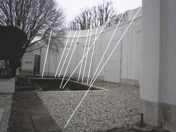 Mimmo Roselli, Contiene lo spazio (grande orditoio), filo acrilico, sezione cm 2, colore bianco, Padiglione Venezia