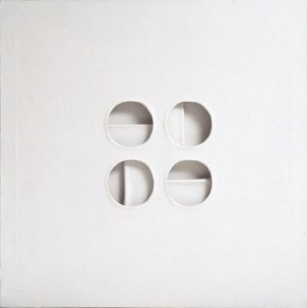 Paolo Scheggi, Intersuperficie curva bianca, 1969, acrilico su tre tele sovrapposte, cm 70x70x6 Courtesy Galerie Tornabuoni Art Paris