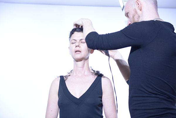 Cristina Nuñez, La vie en rose (performance), Effearte, Milano. Foto: Rosy Sinicropi