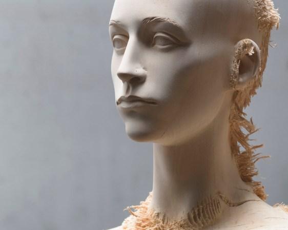 Aron Demetz, Advanced minorities (particolare), 2012, tiglio, cm 215