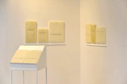 Elena Modorati, La biblioteca di Ur, 2013, ferro, cera, carta giapponese, installazione dimensioni variabili