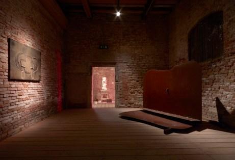 Tapies. Lo sguardo dell'artista. Veduta della mostra. Palazzo Fortuny, Venezia. Foto: Jean-Pierre Gabriel