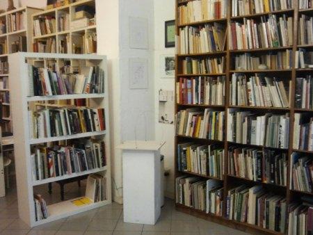 """""""Leggere/non leggere""""…: Libro d'artista e oltre. VIII edizione, veduta della mostra, Libreria-Galleria d'arte Derbylius, Milano"""