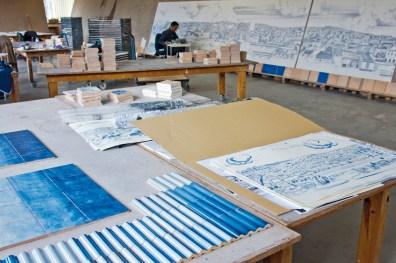 Joana Vasconcelos, Trafaria Praia, 2013. The Great Panorama of Lisbon (21st Century) installation in progress at the Viúva Lamego factory in Sintra, Portugal. Foto: Bruno Portela. © Unidade Infinita Projectos.