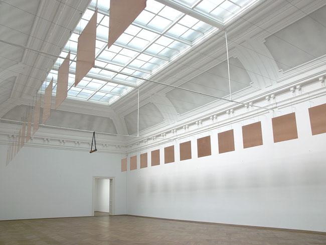 "Micol Assaël, Chizhevsky Lessons, 2007, Piastre di rame, cavi d'acciaio, ""generatore a cascata"", trasformatore/ copper plates, steel,wires, cascade generator, transformer, 22,347 x 11,355 x 5,20 m, Installation view, Kunsthalle Basel, Switzerland, 2007, Photo: Serge Hasenböhler, Courtesy of the artist and ZERO…, Milano, Crediti Micol Assaël"