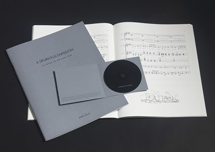 Frammenti di un discorso amoroso: Anri Sala, A Spurious Emission for baroque trio and country band, 2007, libretto, audio-CD, saldato in plastica Score, numerato e firmato, compact disc ed. 52/8