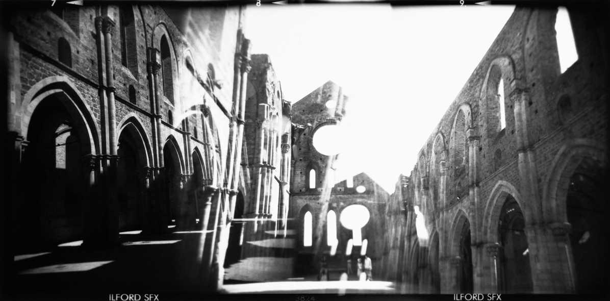 Enrico Savi, San Galgano, 2008, stampa ai sali d'argento su carta politenata montata su dibond, cm 100x203, ed. 1/3 + 2 p.a. Courtesy Federico Rui Arte Contemporanea, Milano