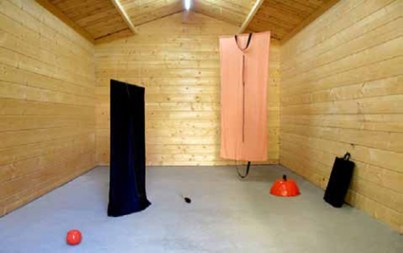 Independents4: Museo Apparente, Hella Gerlach, Scarpe e Borse, installation view