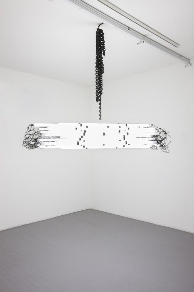 Monica Bonvicini, Blind Protection, 2009, tubo in PVC, luci fluorescenti, cavi elettrici, catena d'acciaio, 35x195x35 cm circa Courtesy Galleria Massimo Minini, Brescia