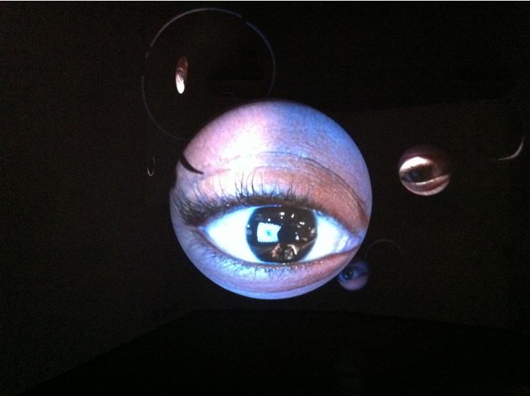 GUIDI&SCHOEN, Tony Oursler, Alphareflect, 2010, videoproiezione su vetroresina, cm 90 x 90 x 90 (diam. cm. 90). START genova 2013