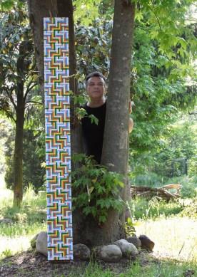 Mimmo Iacopino con Misure morbide verticali, 2013, cm 200x20 Courtesy Galleria Melesi, Lecco