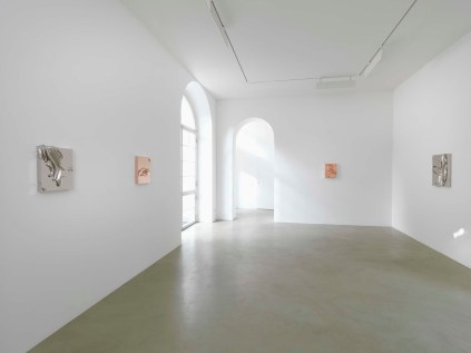 MJason Martin. Sculpture as painting. Veduta della mostra, Lisson Gallery, Milano