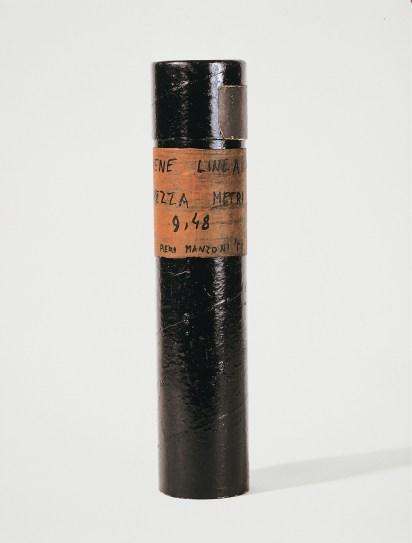 Piero Manzoni, Linea m 9,48, Luglio 1959, inchiostro su carta tubo di cartone, Fondazione Lucio Fontana, Milano