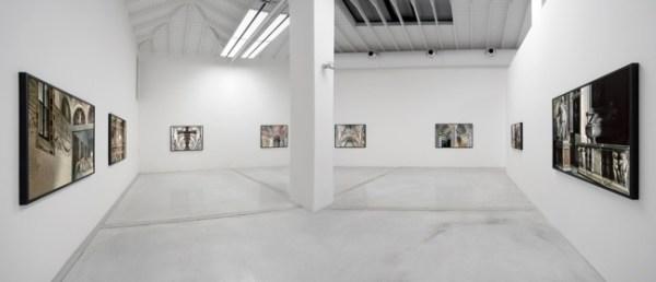 Vista della mostra di Vincenzo Castella