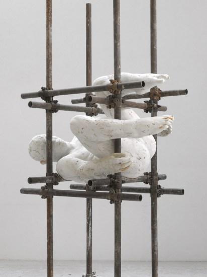 Lois Anvidalfarei, Che cade, 2013, gesso