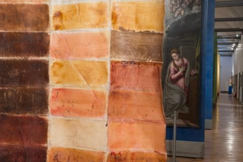 Renata Boero, Cromogramma, colori vegetali su tela, 276x122 cm, Museo Diocesano di Milano, Milano Foto Giorgio Majno