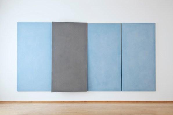 Ettore Spalletti, Quartetto indivisibile 1992 impasto di colore su tavola, foglia oro quattro elementi 240 x 120 x 4 cm ciascuno fotografia: Werner J. Hannappel