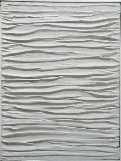 Piero Manzoni, Achrome, 1958-1959, tela grinzata e caolino, 80x50 cm, Collezione privata