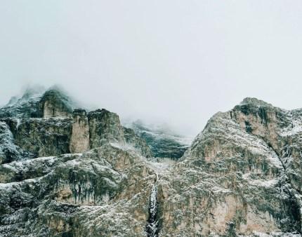 Axel Hütte, Passo Sella, Italia dalla serie New Mountains, 2012, 115x145 cm, Ditone Print © l'artista