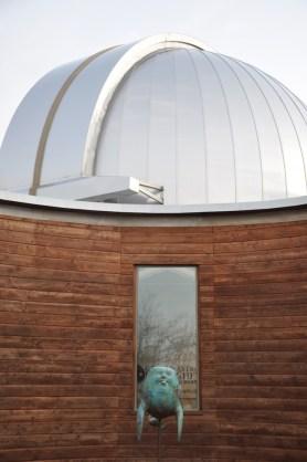 Andrea Nicita,Skyfish e veduta Osservatorio Polifunzionale del Chianti, resina epossidica patinata. Photo creditsUlrike Schmidt-Clasen.