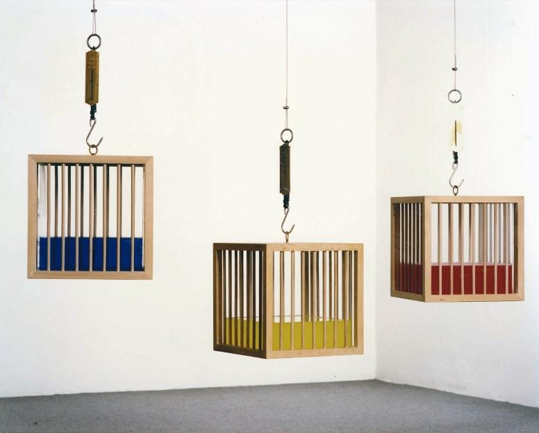 Fabrizio Plessi, Gabbie d'acqua, 1972, 37x37x37 cm (ciascuna), scultura oggetto in legno, perspex con un sistema di misura del peso e acqua di 24 colori diversi (monotipo)