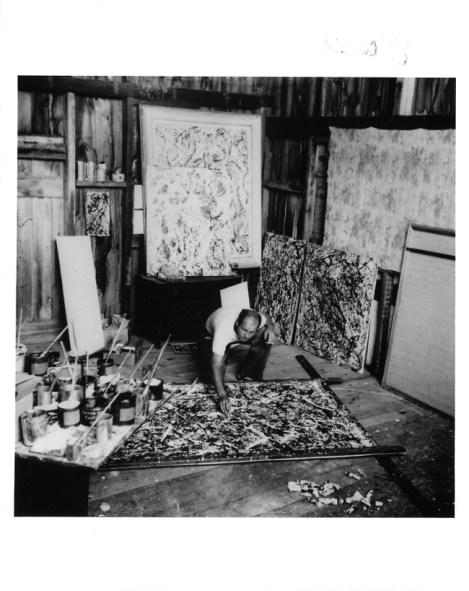 Jackson Pollock ritratto da Wilfred Zogbaum nello studio di Fireplace road, 1947