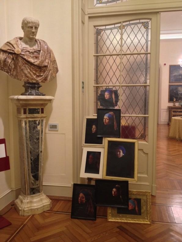 Albano Morandi, Ragazza con orecchino di perla, Remake, allestimento a Villa Margherita, Bordighera (Imperia)