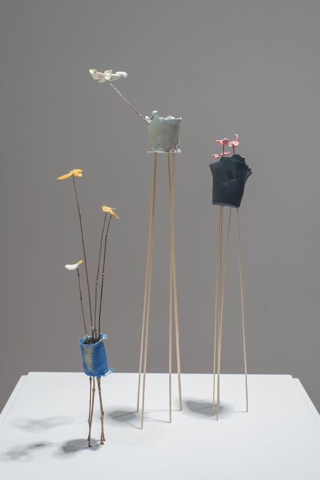 Aldo Grazzi, Giardino d'inverno giallo, rosa, bianco, 2013, gesso e colla, elementi vegetali, misure variabili