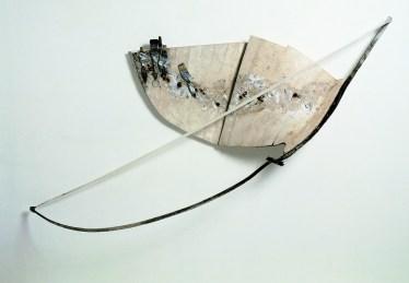 Gabriella Benedini, Arpa del pittore, 1995, scultura pensile polimaterica, 250x120x30 cm