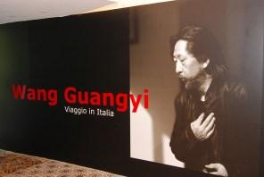 L'ingresso alla mostra di Wang Guangyi, ph Pino Izzo