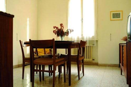 Luciano Leonotti, Casa Grizzana Morandi, salone, 2014, stampa fine art su carta cotone, 50x60 cm