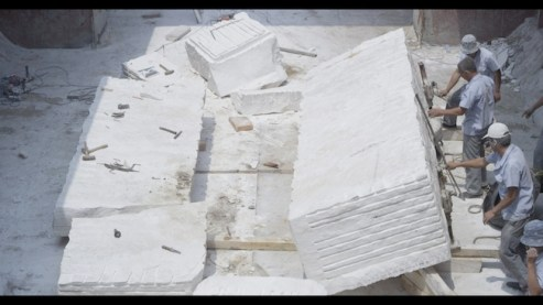 Adrian Paci The Column, 2013 Video 25'40'' Courtesy: the artist, kaufmann repetto, Milan and Galerie Peter Kilchmann, Zurich