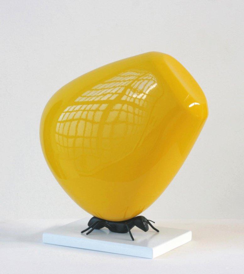 Lucio Perone, Prendi e scappa senza farti vedere, 2014, vetroresina, ferro MDF, vernice industriale, 35x33.5x16 cm
