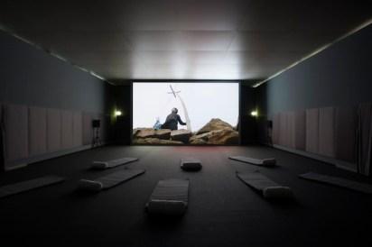 FRANCIS ALŸS REEL-UNREEL (Afghan Projects, 2010-14) ARROTOLARE-SROTOLARE (Progetti afghani, 2010-14), veduta della mostra, Madre, Napoli