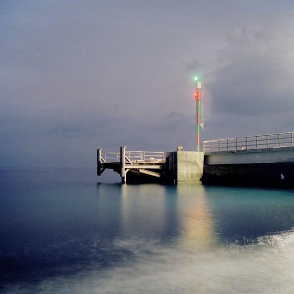 Quattro, TerraProject Photographers, Isola di Stromboli, novembre 2008. Il faro del porto al tramonto.