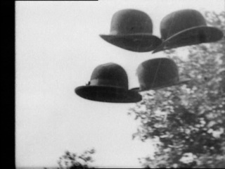 Hans Richter, Vormittagsspuk, 1928, film b/n, 35mm, ca. 7' © Hans Richter Estate Foto CNAC/MNAM/Dist. RMN-Grand Palais / Art Resource NY